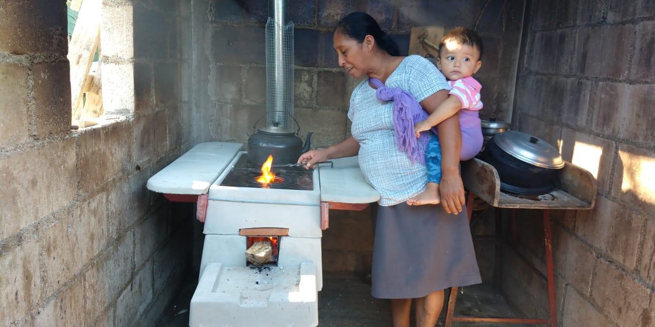 Instalación de estufas en Ocosingo, Chiapas